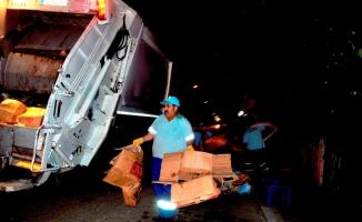 Kartepe'de temizlik çalışmaları geceleri de devam ediyor