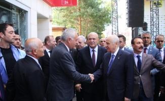 MHP lideri Bahçeli Bayburt Belediyesini ziyaret etti