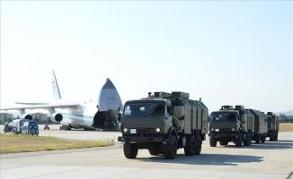 """MSB: """"27 Ağustos 2019 tarihinde başlayan S-400 Uzun Menzilli Bölge Hava ve Füze Savunma Sistemi'nin ikinci batarya malzemelerinin Mürted Hava Meydanı'na intikali bugün tamamlandı."""""""