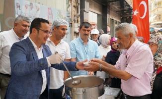 Mustafakemalpaşa'da aşure ikramı Başkan Kanar'la devam etti
