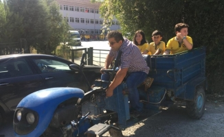 Öğrenciler okula servis yerine patpat ile gidiyor