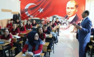 Profesörler tarihi Erzincan Lisesinde ders veriyor