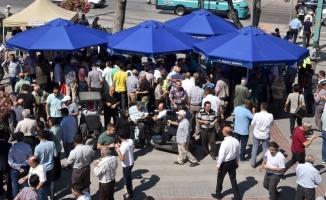 Selçuklu Belediyesi Cuma buluşmasında aşure ikram etti
