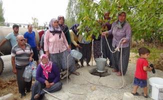 Su sıkıntısı çeken köylüler taşıma su ile ihtiyacını karşılıyor