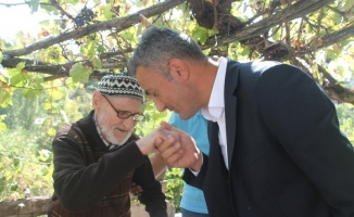 Yaşlı çiftçilere anlamlı ziyaret