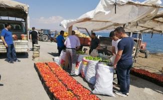 Yol kenarında satılan organik ürünler ilgi görüyor
