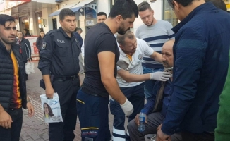 Bursa'da hafif ticari araç yaya çarptı. O anlar güvenlik kamerasına yansıdı.