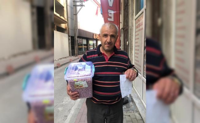 Çerez sattı gelirini Mehmetçik'e bağışladı