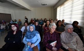 OSMEK kursiyerlerine meme kanseri konferansı