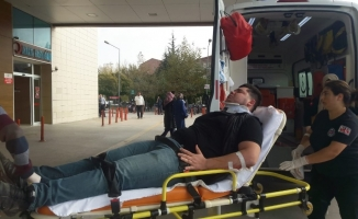 Otomobil elektrik direğine çarptı: 1 yaralı