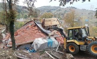 İnegöl'de Kaçak yapılar yıkılıyor