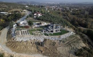 Kaçak villa yıkıldı