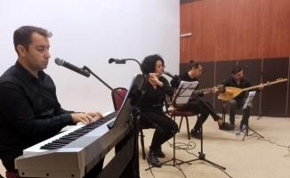 Öğretmenler meslektaşları için şarkı söyledi
