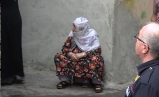 Yaşlı kadın küle dönen evini böyle izledi
