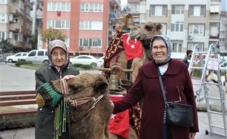 Bursa sokaklarına develer indi