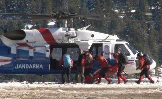 Kayıp dağcıları aramak için 40 kişilik özel tim helikopterle bölgeye sevk edildi
