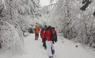 Kayıp dağcıların montunun bulunduğu bölgeye arama alanı daraltıldı