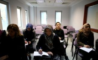 (Özel) Bursa'da köylü kadınlar İngilizce öğreniyor