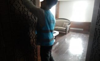 Polis evini hükümlüler temizledi