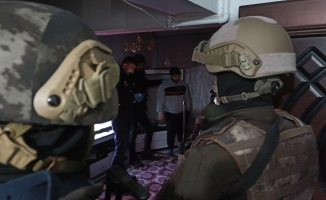 Şafak vakti bin polisle baskında 31 gözaltı