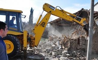 Karacabey'de metruk binalar yıkılıyor