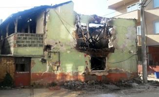 Tehlike saçan bina yıkıldı