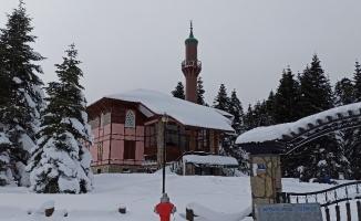Uludağ'da kar kalınlığı 145 santimetreyi geçti