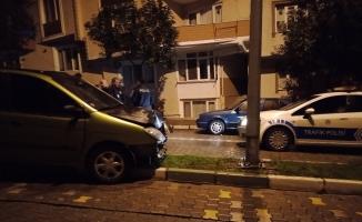 Bursa'da alkollü sürücü telefonuna bakınca