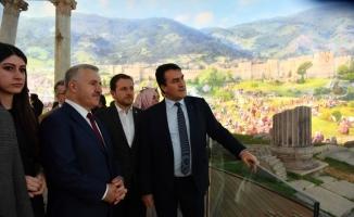 Eski Bakan Arslan, Fetih Müzesi'ni gezdi