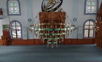 Hatlı avizelerle camiler ışıl ışıl