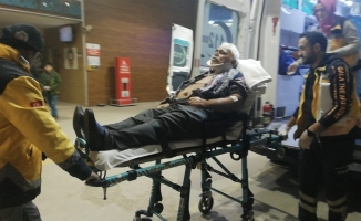 Otomobil dönen tıra çarptı: 2 yaralı
