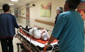 Otomobil manav tezgahına daldı 2 ağır yaralı