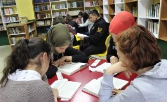 (Özel) Bu ilçede bütün idareciler öğrencilerle beraber kitap okuyor
