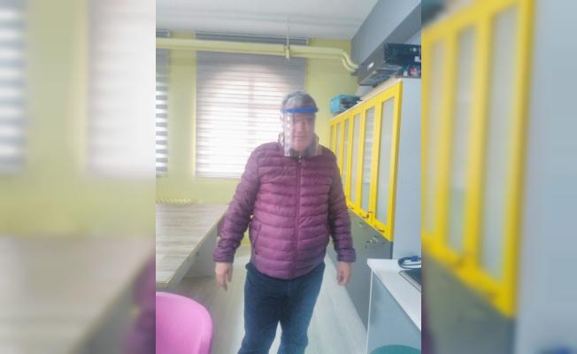 Bursa'daki Bilim ve Sanat Merkezleri de 'korona'ya karşı yüz koruyucu siper üretmeye başladı