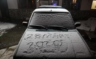 Korona virüs tedbirleri kapsamında kapatılan Uludağ'da kar sürprizi