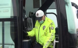 Polisten toplumsal mesafe ve maske uygulaması