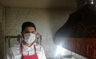 Sağlık çalışanları ile güvenlik güçlerine dürüm ikram etti