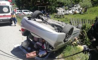 Memleketlerine dönmekte olan 65 yaş üstü çift kazada ağır yaralandı