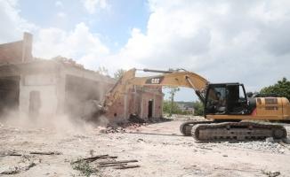Nilüfer'de riskli yapılar yıkılıyor