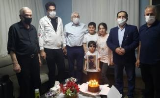 Savaştan kaçarak Türkiye'ye sığınan Türkmen çocuğa sürpriz doğum günü