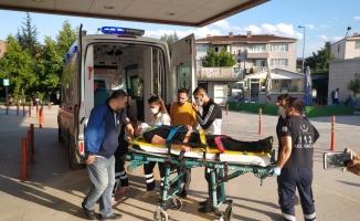 Hafif ticari aracın çarptığı motosikletin sürücüsü yaralandı