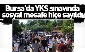 Bursa'da YKS sınavında sosyal mesafe hiçe sayıldı