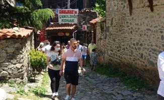 Kısıtlama bitti, UNESCO mirası köy ziyaretçi akınına uğradı