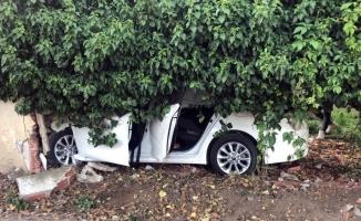 Kontrolden çıkan araç bahçe duvarına çaptı: 5 yaralı