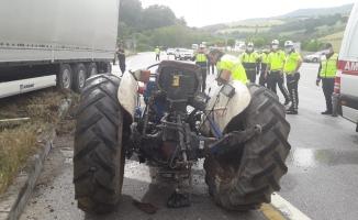 TIR ile traktör çarpıştı