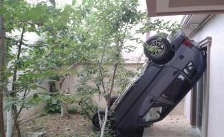 Bahçeye çıktı şaha kalkmış otomobili görünce şok geçirdi