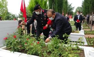 Bursa'da şehitlikte anma töreni düzenlendi