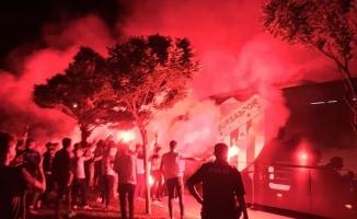 Bursasporlu taraftarlardan muhteşem karşılama