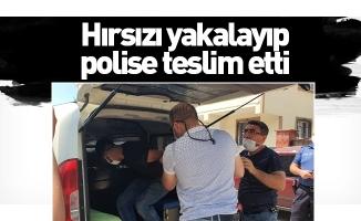 Hırsızı yakalayıp polise teslim etti