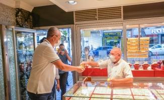 Başkan Özkan, esnafı dolaşarak korona virüs tedbirlerini denetledi
